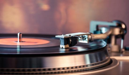 日本唱片业复苏CD走下坡路